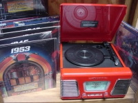 """Retro Autorama Turntable with 16 LPs"" - Product Image"